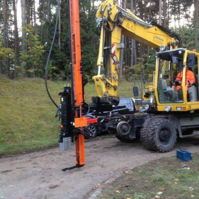 Batatoare stalpi cu montaj pe brat buldoexcavator GAYC